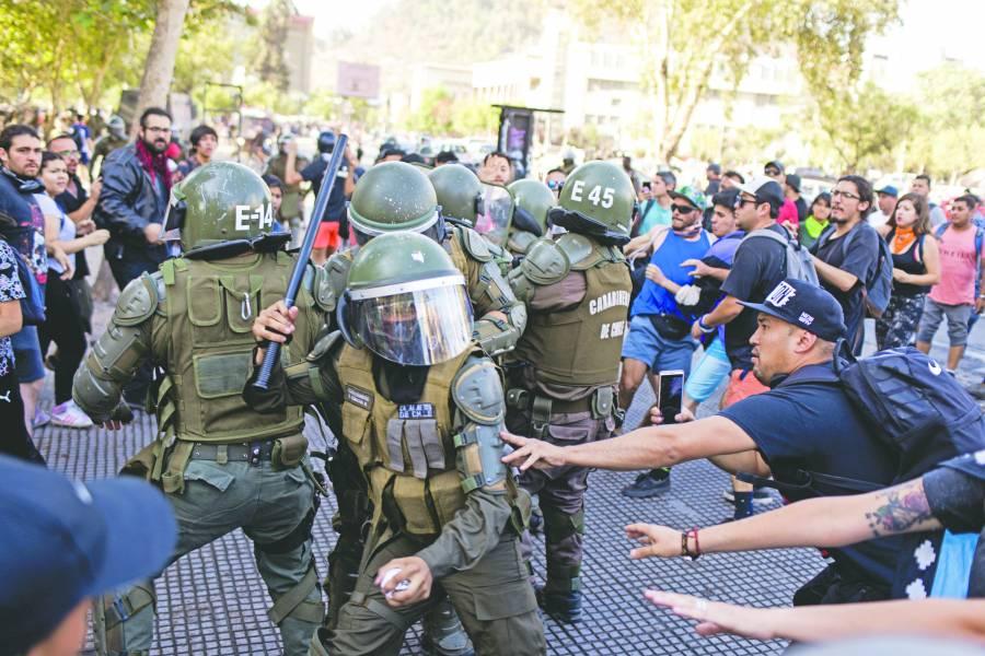 Piñera busca criminalizar a  quienes ataquen a policías