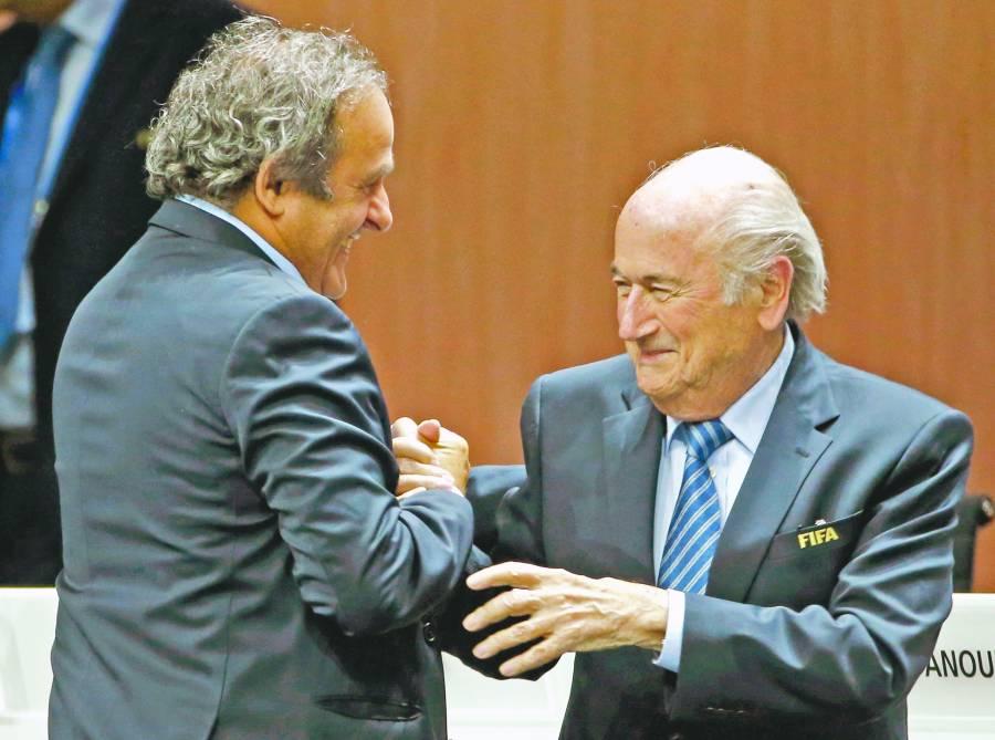 FIFA demanda a Blatter y Platini por pagos indebidos; pide 2 mdd
