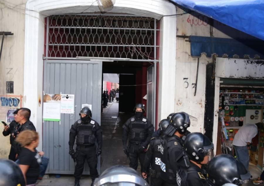 Autoridades realizan cateo a vecindad de Peralvillo