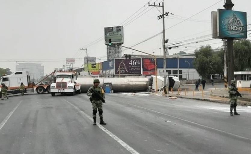 Activan Plan DN-III-E por volcadura de pipa en Tlalnepantla