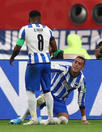 Funes Mori consigue su gol cien ante el Liverpool