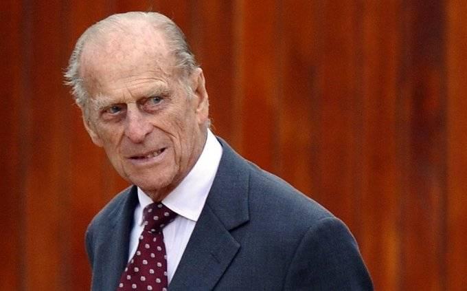 """Internan al príncipe Felipe por una """"afección preexistente"""