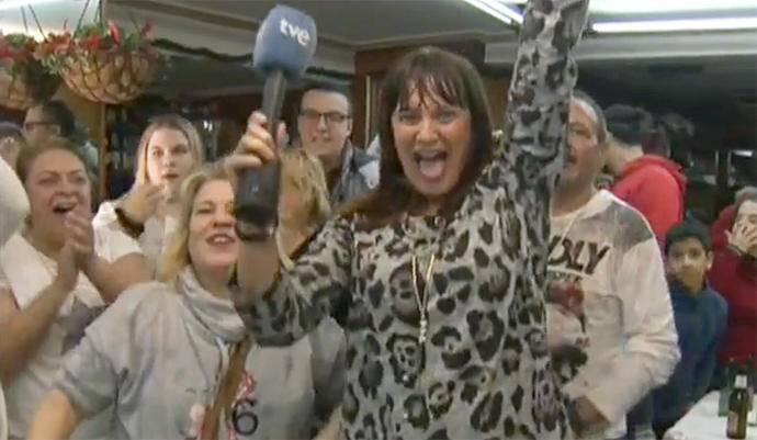¡Se ganó el Gordo! No podía de felicidad una reportera de TVE