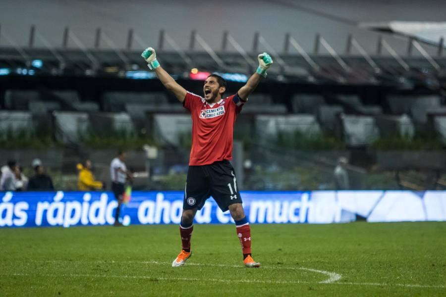 Oficial: Jesús Corona renueva con el Cruz Azul hasta 2021
