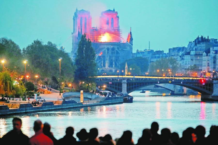 Notre Dame se queda sin Navidad después de 216 años
