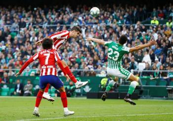 En duelo de mexicanos, el Atlético de Madrid de Héctor Herrera gana al Betis