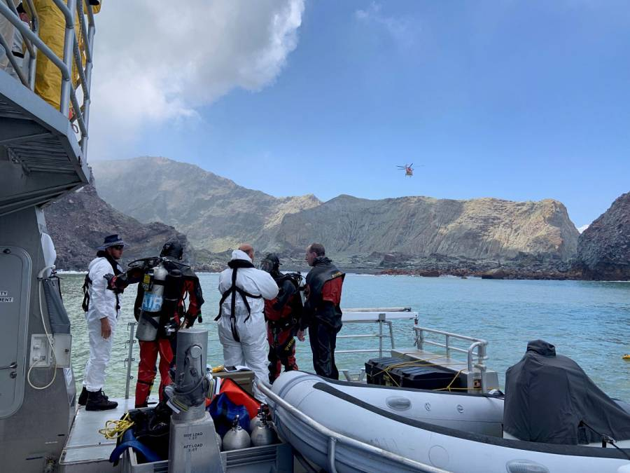 Suman 17 muertos por erupción de volcán en Nueva Zelanda