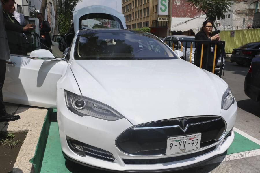 Habrá nuevas reglas en hologramas para autos a partir de enero