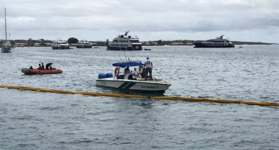 Grúa afecta a Islas Galápagos por derrame de diésel