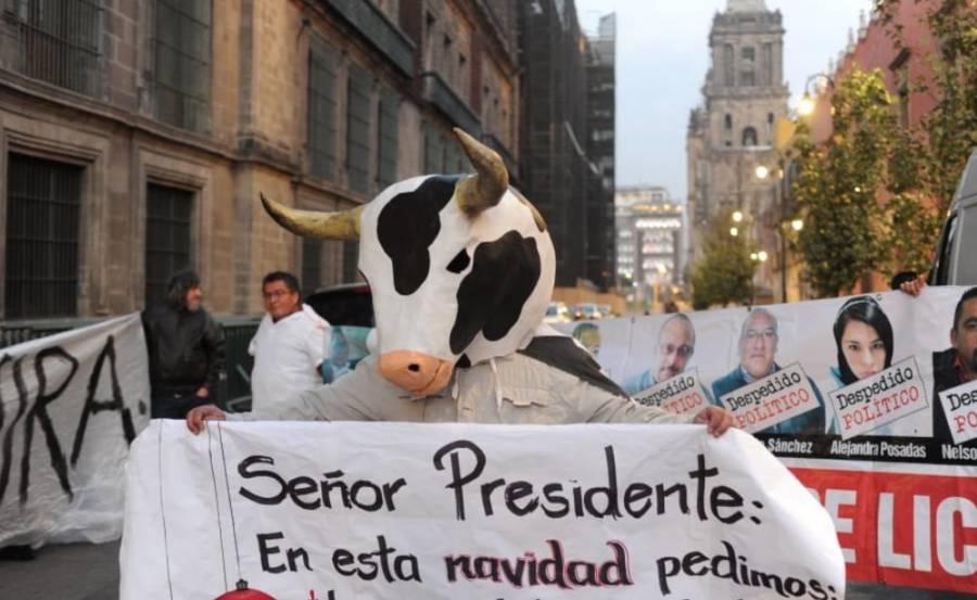 Trabajadores de Liconsa protestan en Palacio Nacional