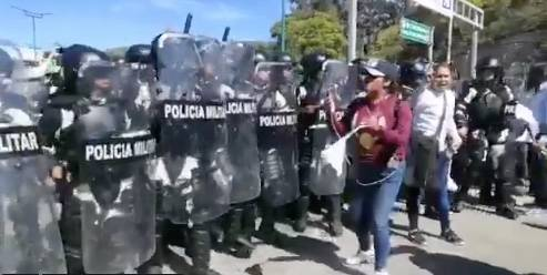 Policía estatal y Guardia Nacional, quitan bloqueo en la Autopista del Sol