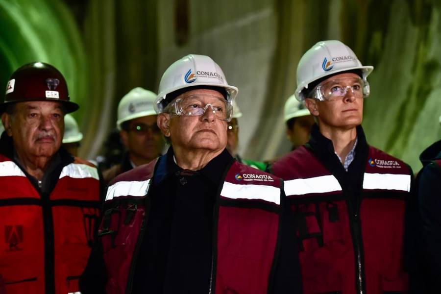 Plantea Slim invertir 5% del PIB en infraestructura