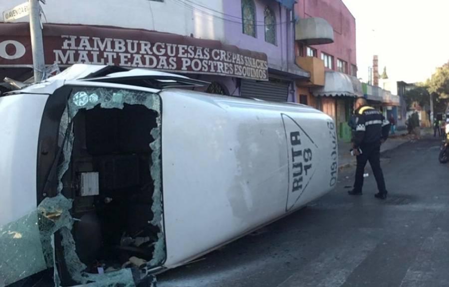 Vuelca de combi de transporte público en la GAM; hay un herido
