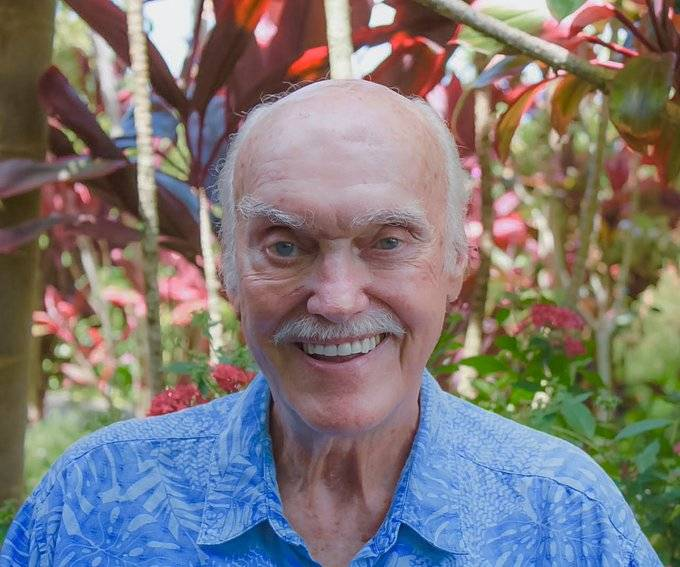 Murió Ram Dass, pionero en el uso del LSD y gurú del