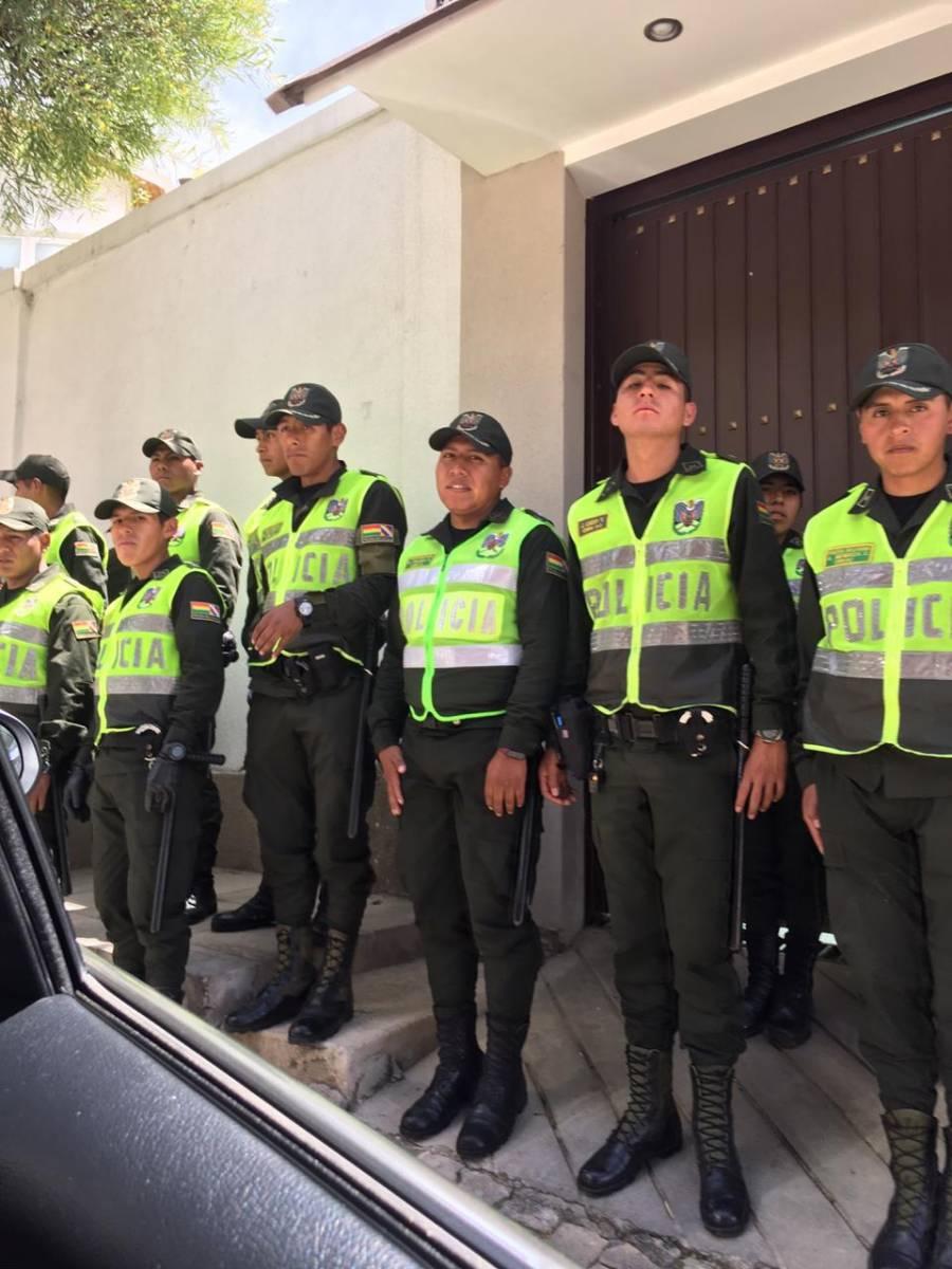 Alerta SRE por incursión armada en sedes diplomáticas de Bolivia