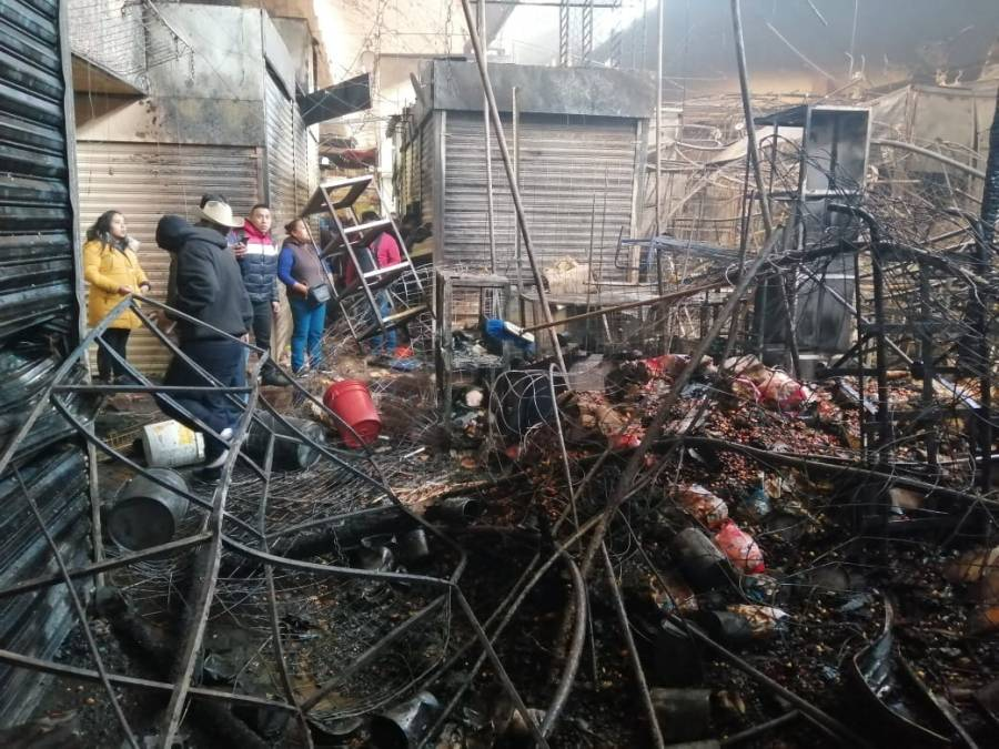 Sheinbaum recorre Mercado de la Merced tras incendio