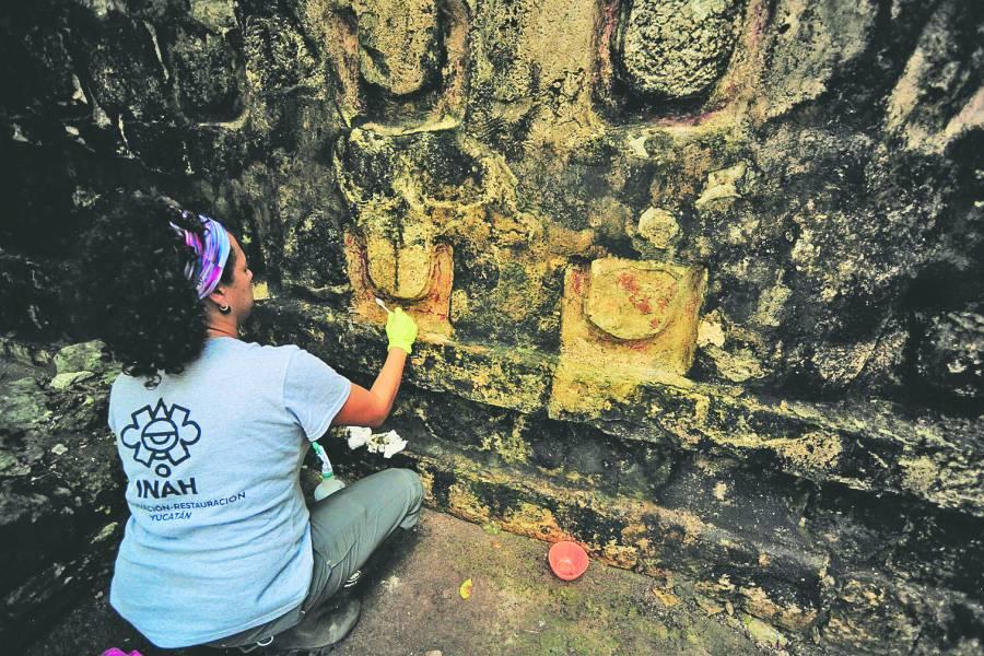 Hallan en ciudad maya yucateca palacio de 6 metros de alto