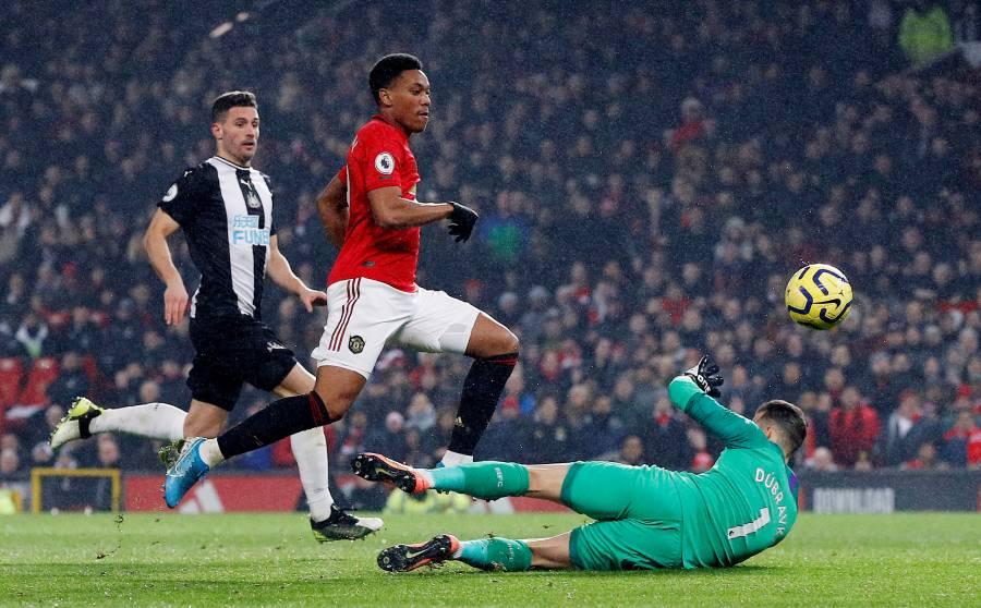 Manchester United sonríe tras golear al Newcastle
