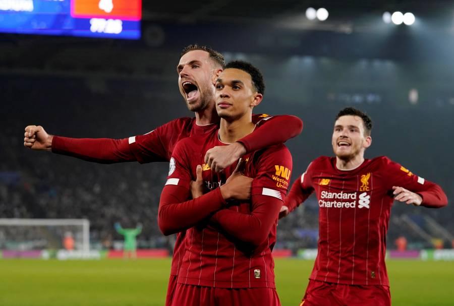 Liverpool regresa como campeón del mundo goleando al Leicester