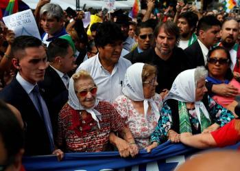 Evo Morales acude a marcha de madres en Argentina