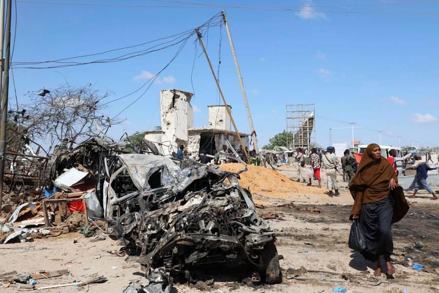 Atentado explosivo en Somalia deja al menos 100 muertos