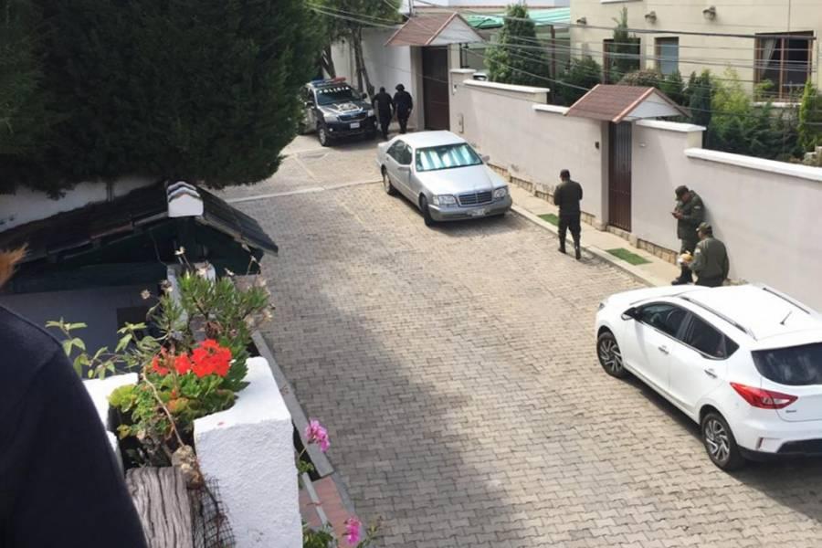Se unen civiles a cerco instalado en la embajada de México en Bolivia