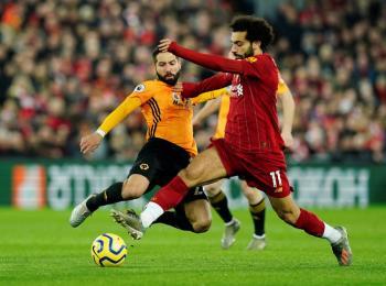 Con polémica arbitral, Liverpool vence a Wolverhampton