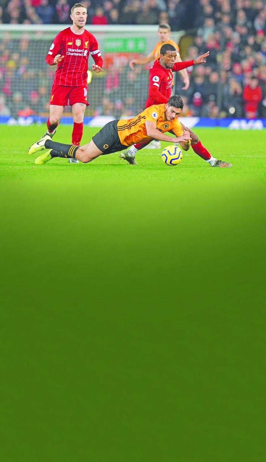 El VAR impide empate a los Wolves de Jiménez ante Liverpool