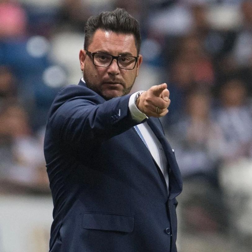 Turco acaba con maldición de 9 técnicos campeones con Las Águilas