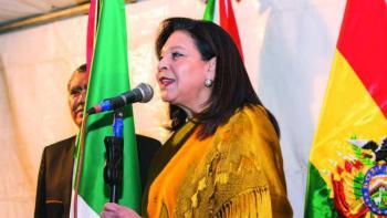 Bolivia expulsa a embajadora de México y cónsul de España