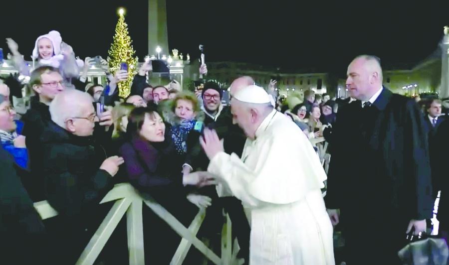 En primera misa del año, Papa se disculpa por golpear a mujer