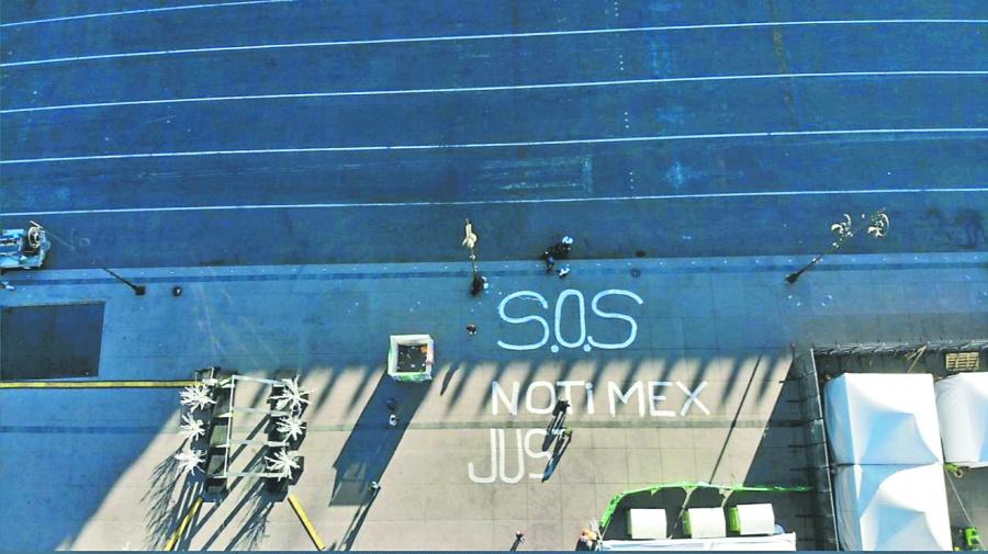 Por avalancha de despidos sindicalistas de Notimex lanzan S.O.S. en Palacio Nacional