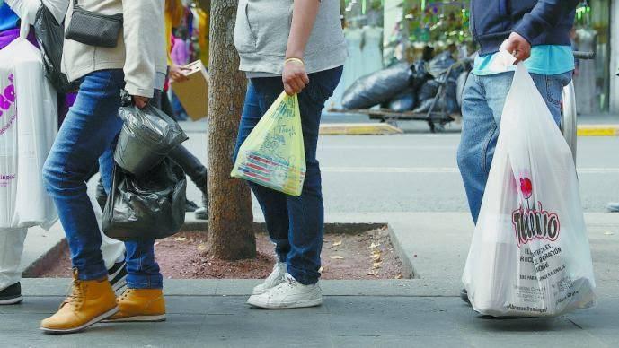 Prohibido que entreguen mercancía en bolsas de plástico. Hay excepciones