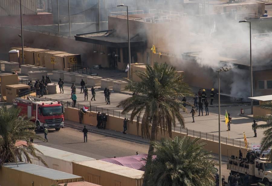 Tropas de EU lanzan gas lacrimógeno frente a su Embajada en Irak