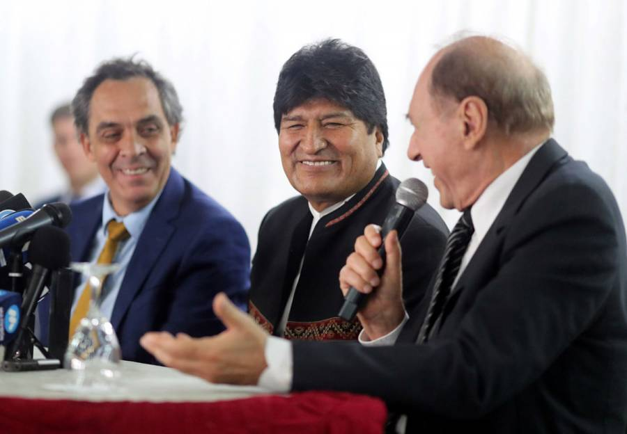 Evo Morales presenta equipo para enfrentar acusaciones