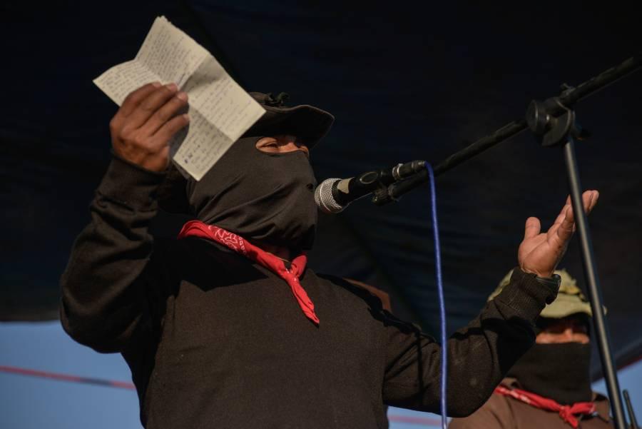 No se van a quitar tierras, no soy Salinas, dice AMLO a zapatistas por tren maya