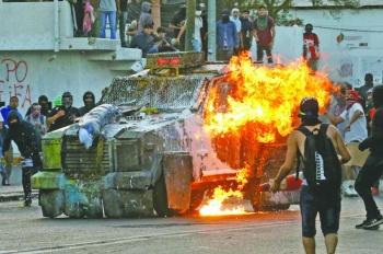 Protestas golpean economía chilena;  cae por segundo mes consecutivo