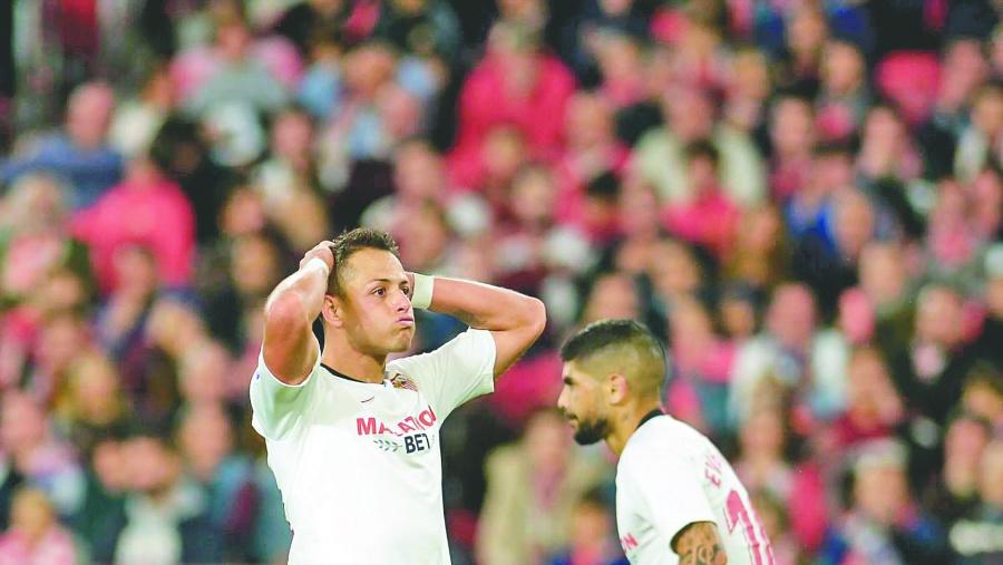 Afición de Sevilla desconoce al Chicharito