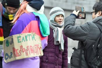 Con usual protesta, Greta Thunberg celebra sus 17 años