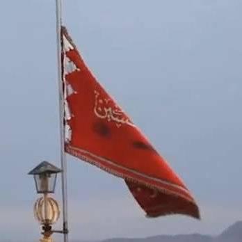 Con una bandera roja en la mezquita de Jamkaran, Irán llamaría a la venganza