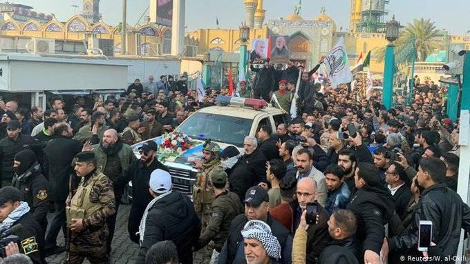 Miles de iraquíes despiden a Qasem Soleimani en una procesión en Bagdad