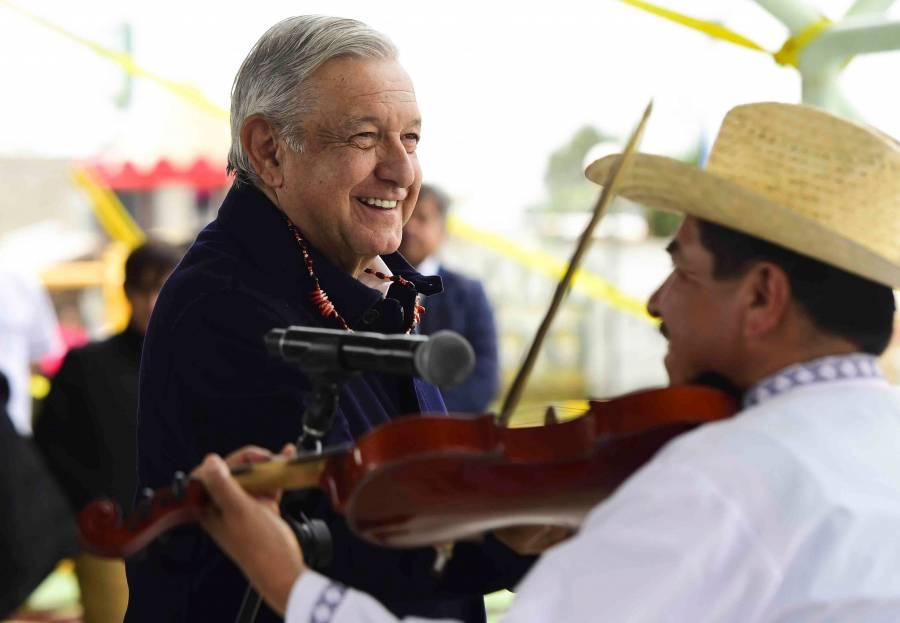 Se deslinda López Obrador de aumento de impuestos estatales