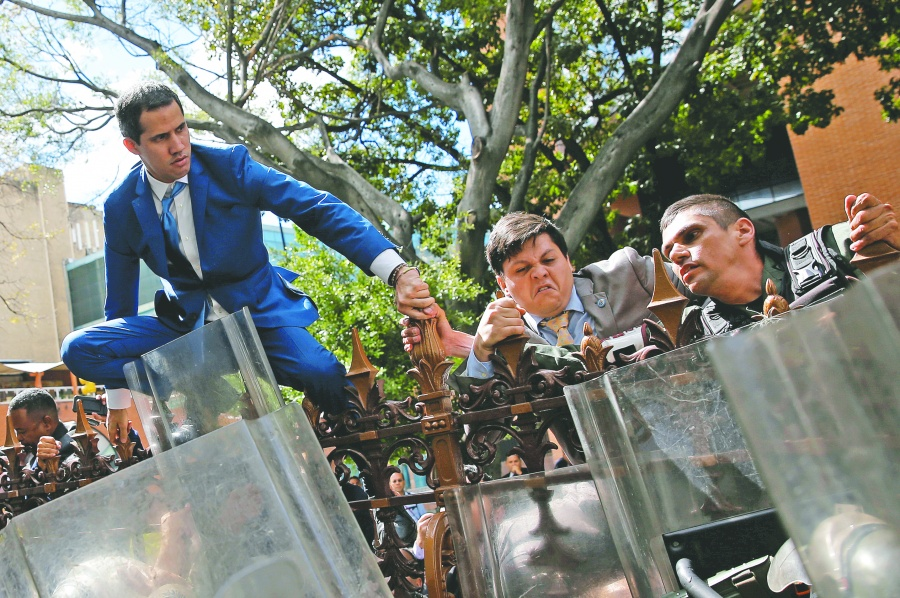Sin quórum ni opositores, chavistas  toman presidencia del Congreso