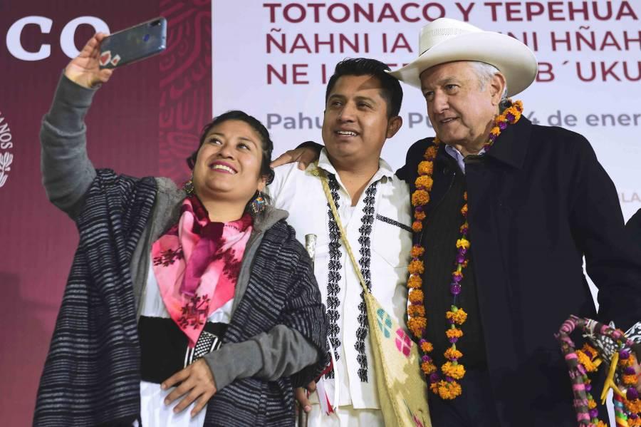 Desea López Obrador un feliz año a las familias mexicanas