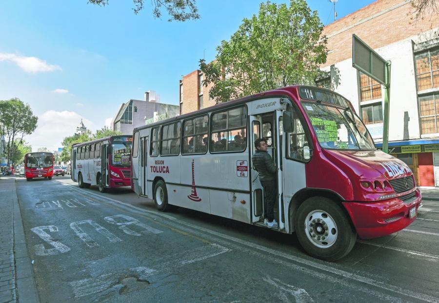 Enoja a los mexiquenses alza a transporte público