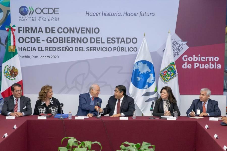 Firma gobierno de Puebla convenio con la OCDE para rediseño del servicio público