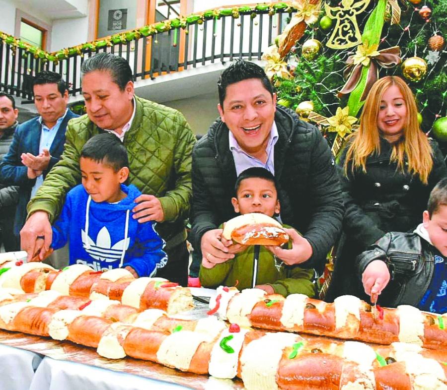 Parten la Rosca de Reyes en el municipio de Soledad