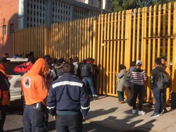 Encapuchados toman Prepa 9 de la UNAM