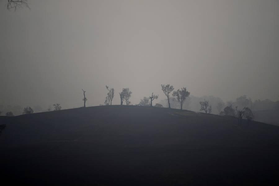 Bomberos fortalecen trabajos contra incendios en Australia