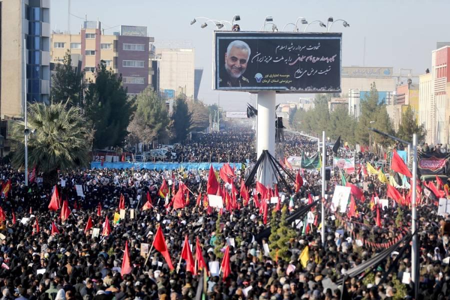 Mueren 40 personas por estampida en funeral de general Soleimani